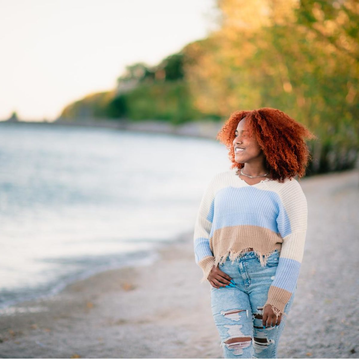 A smiley beach and city senior session in Milwaukee